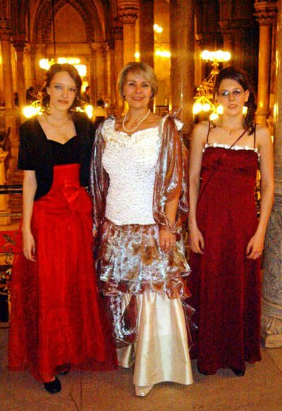 evening dresses from Le Chic Wien